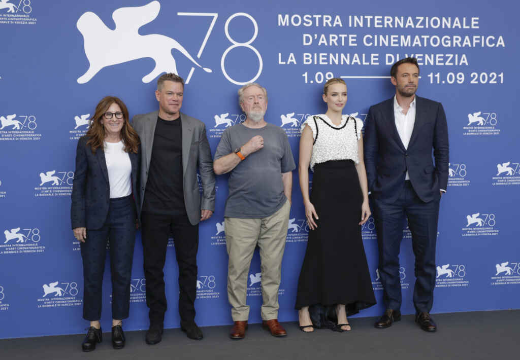 The Last Duel: Weltpremiere in Venedig- (v.l.n.r. Nicole Holofcener, Matt Damon, Ridley Scott, Jodie Comer und Ben Affleck in Venedig. Photo: John Phillips/Getty Images for 20th Century Studios